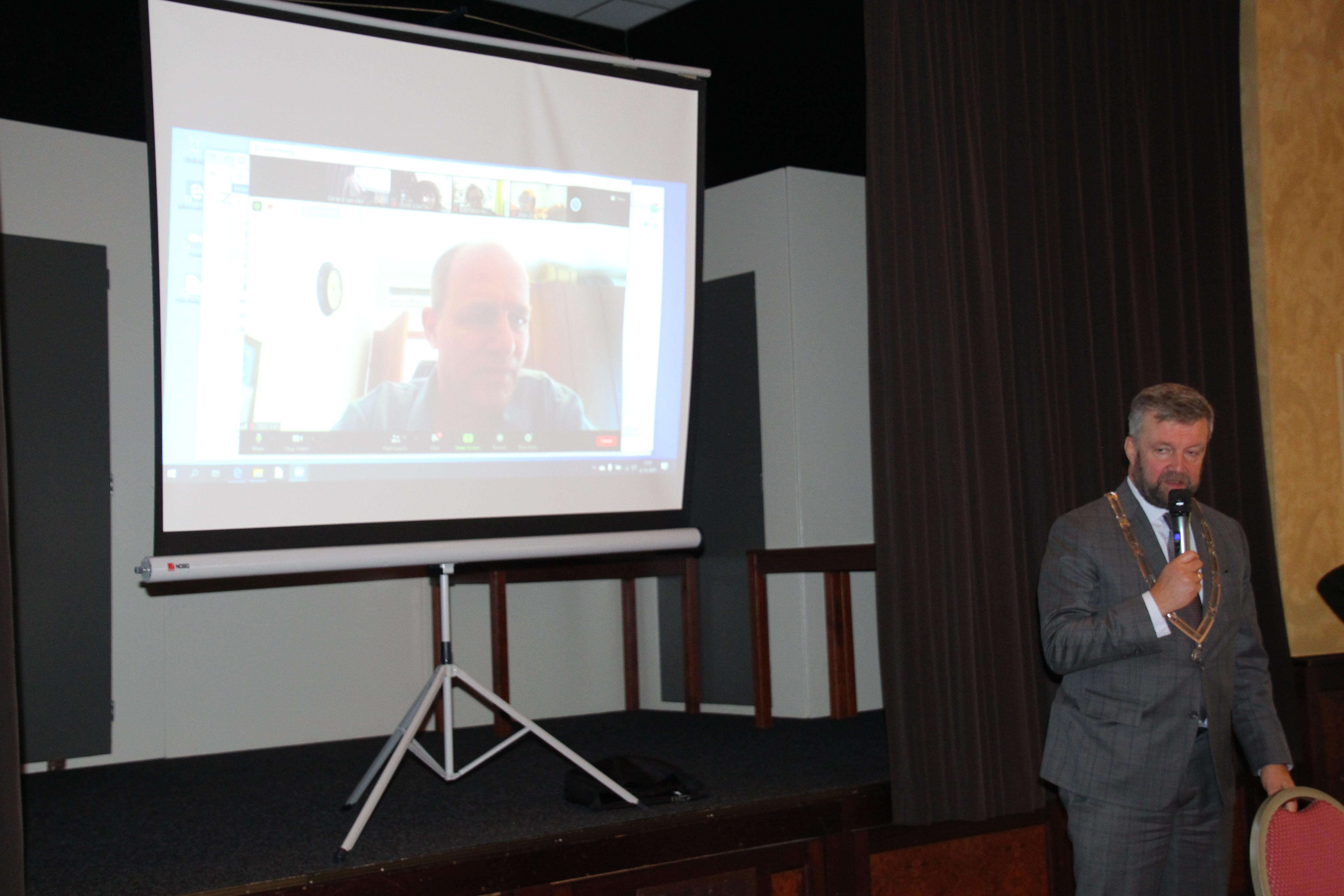 Burgemeester Bert Bouwmeester in gesprek met Iddo Kan in Israël